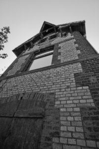 Die Ruine ist wunderschön anzusehen. Natürlich ist sie gegen unbefugtes Betreten gesichert; Schade, ich hätte gerne Bilder vom Inneren gemacht.