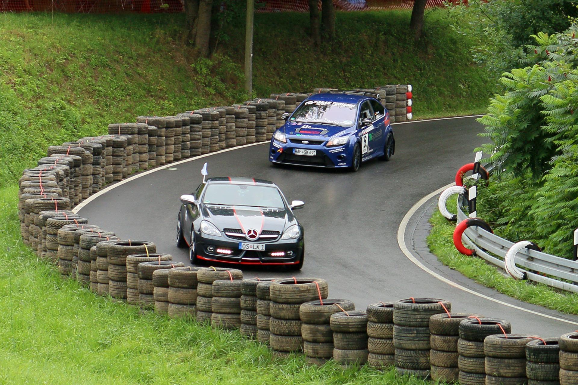 Ford Focus RS vs. Mercedes SLK (R 171)