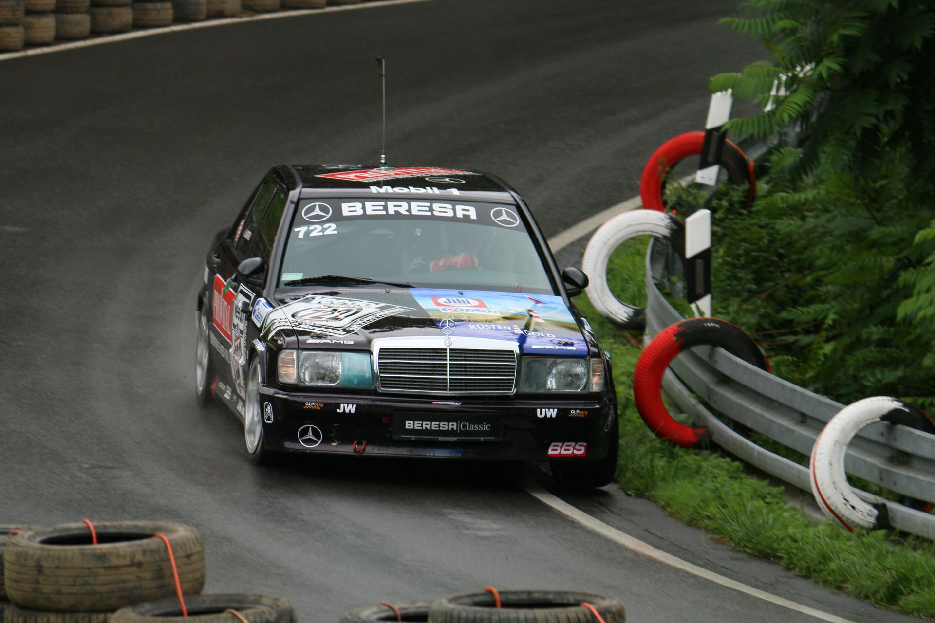 Dieser Mercedes-Benz W 201 gilt als Vorgänger der C-Klasse und war zu seiner Zeit der erste Mercedes der Mittelklasse. Die Vermarktung dieser Modellreihe erfolgte unter der Bezeichnung Mercedes -Benz 190, ganz unabhängig von der Größe des Hubraums.