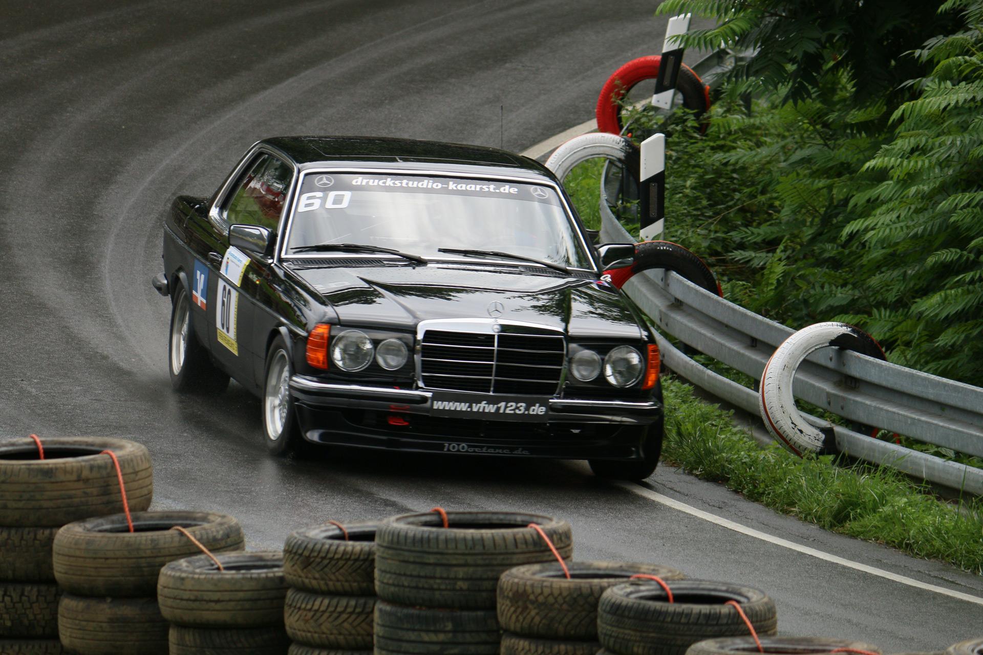 Der österreichische Musiker Falco fuhr zwei Jahre lang einen weißen 123er 280 CE, (Baujahr 1979). Dieser Mercedes-Benz wurde nach seinem Tod versteigert.