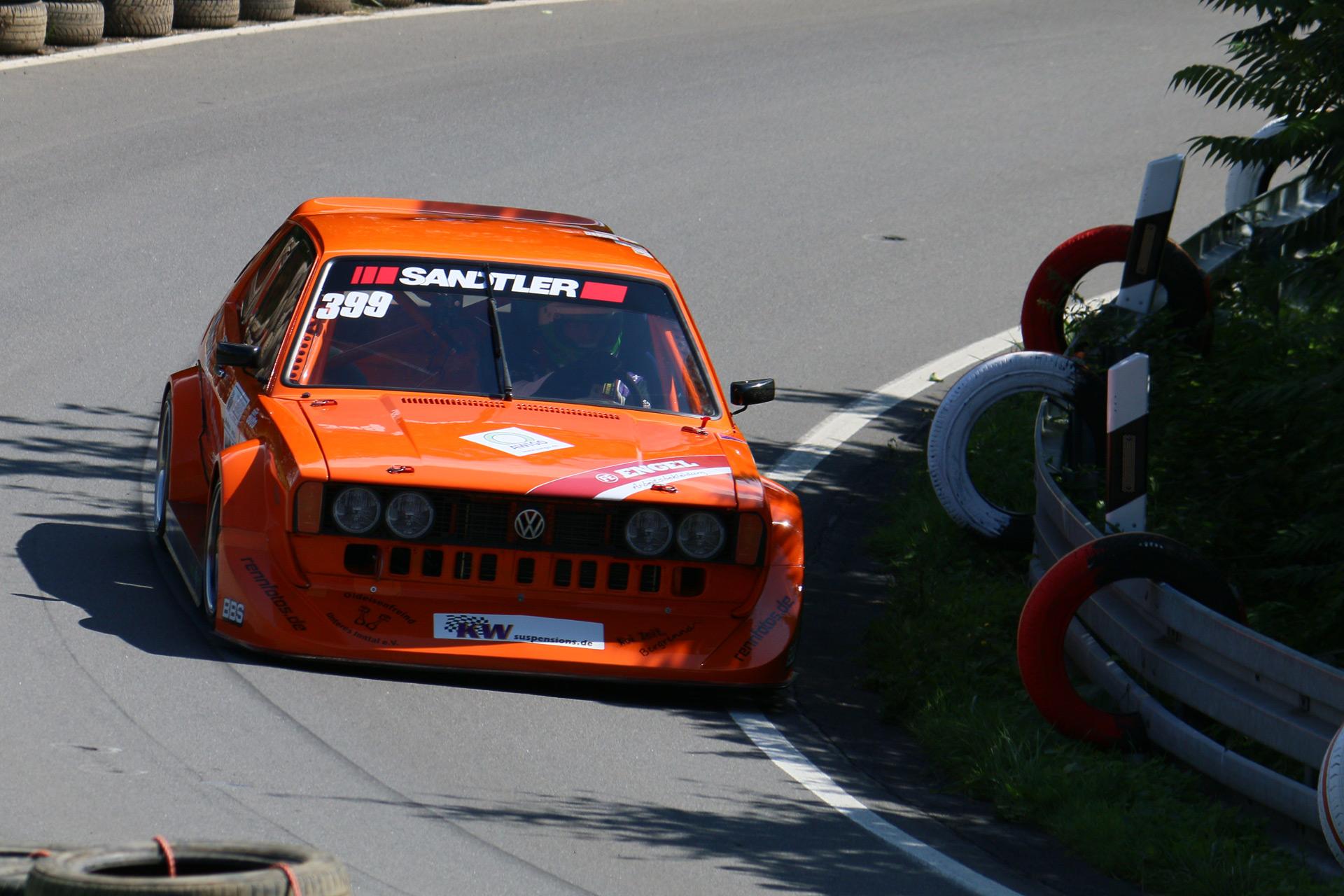 Der VW Scirocco I ist ein auf der Plattform des VW Golf I gebautes Sportcoupé. Er löste im Februar 1974 den Karmann-Ghia ab.