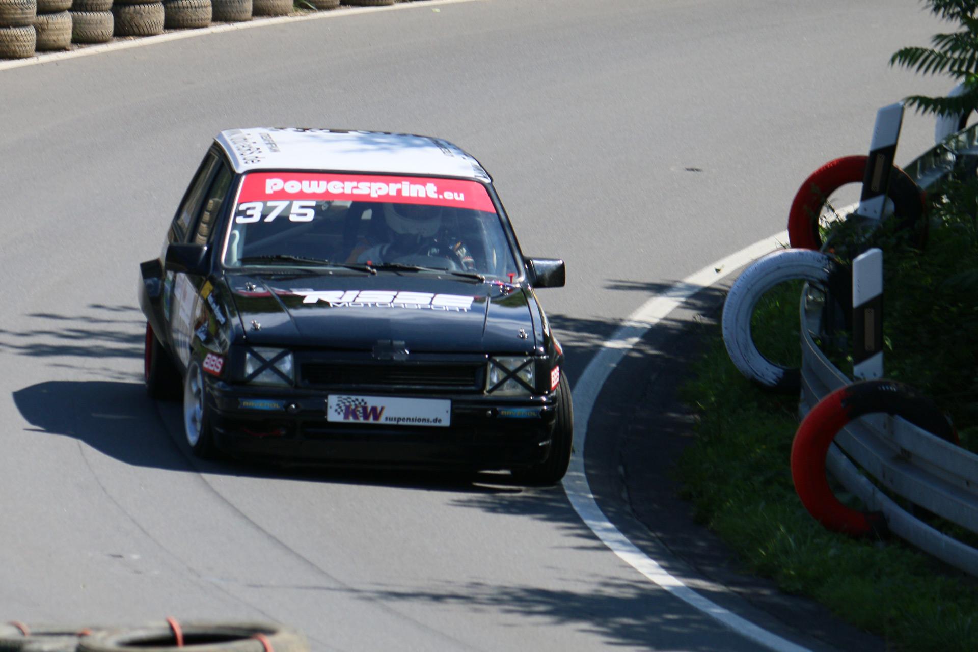 Im Mai 1988 kam der sportliche Corsa GSi mit 1,6-Liter-OHC-Motor als dreitürige Schräghecklimousine (
