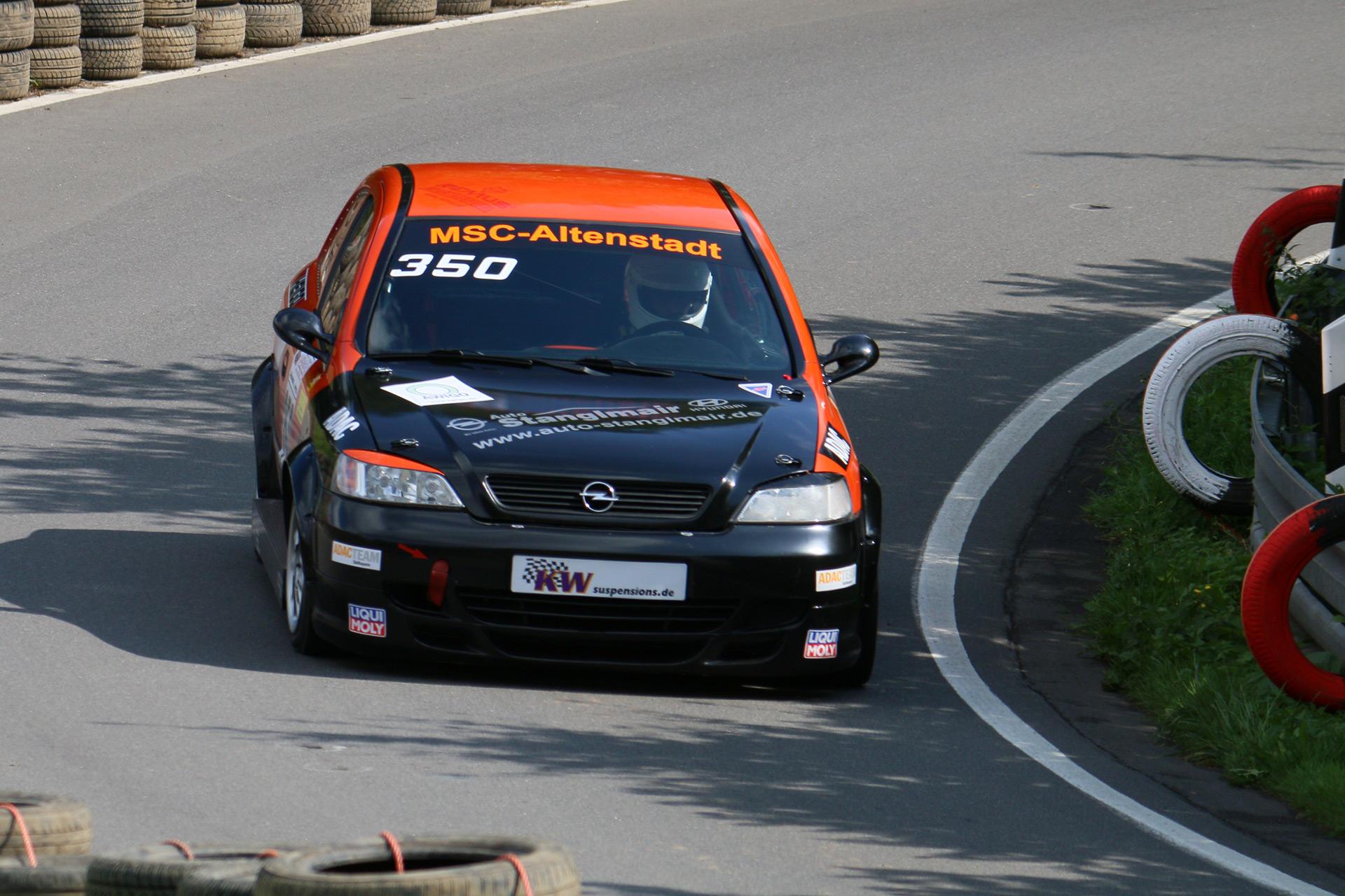 """""""OPC"""" (für Opel Performance Center) löste 1999 das """"GSi""""-Kürzel (Grand Sport injection) bei Opel vorläufig ab. Der erste Astra OPC war eine auf 3000 Exemplare limitierte sportliche Homologationsauflage des Astra G."""
