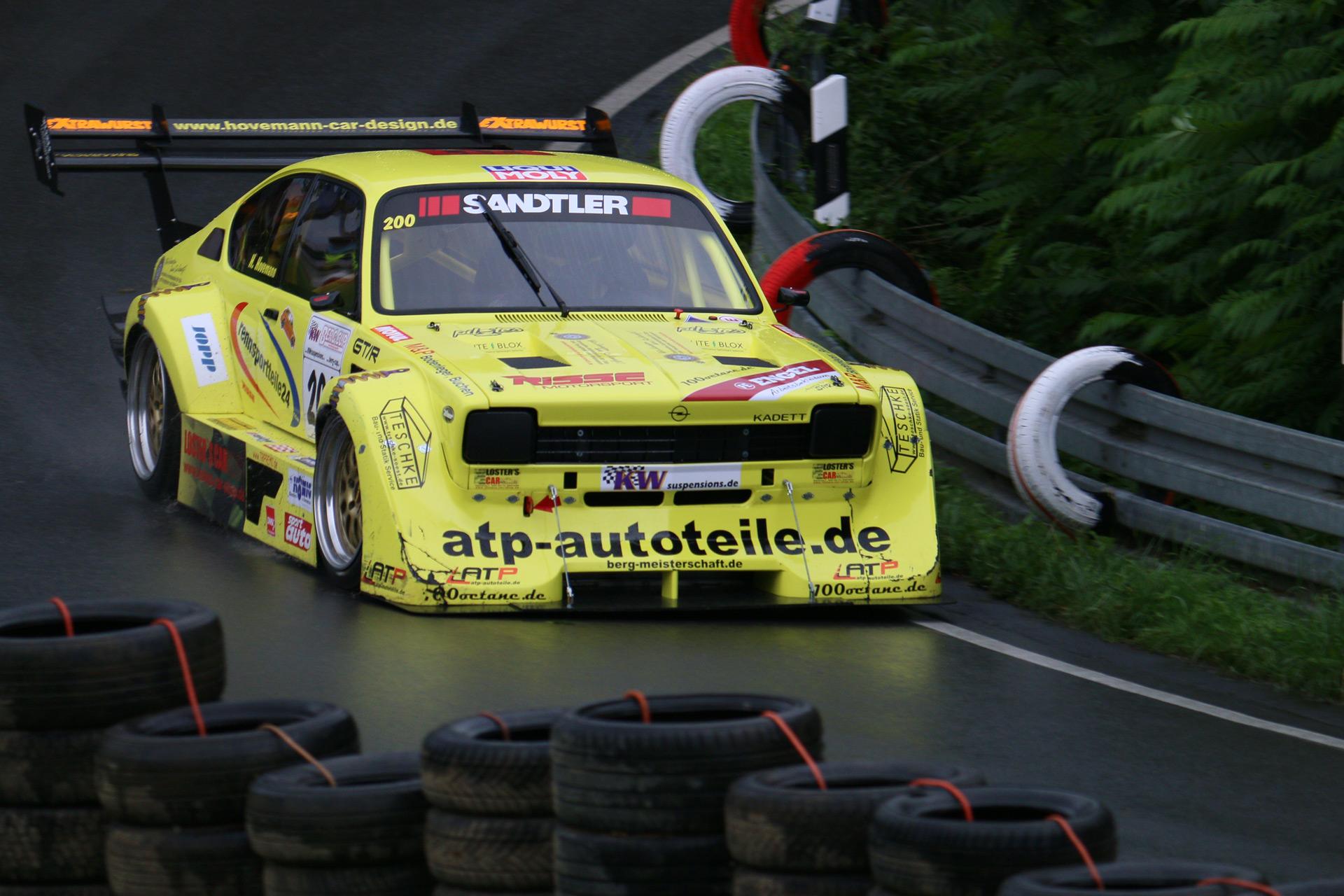 Holger Hovemann ist sicher, bis zum 50. Int. Osnabrücker Bergrennen am 1. Augustwochenende seinen ultraschnellen und PS-starken Opel Risse Kadett C Coupe V8 GT/R, befeuert von einem 8 Zylinder Lotus-Motor präsentieren zu können.