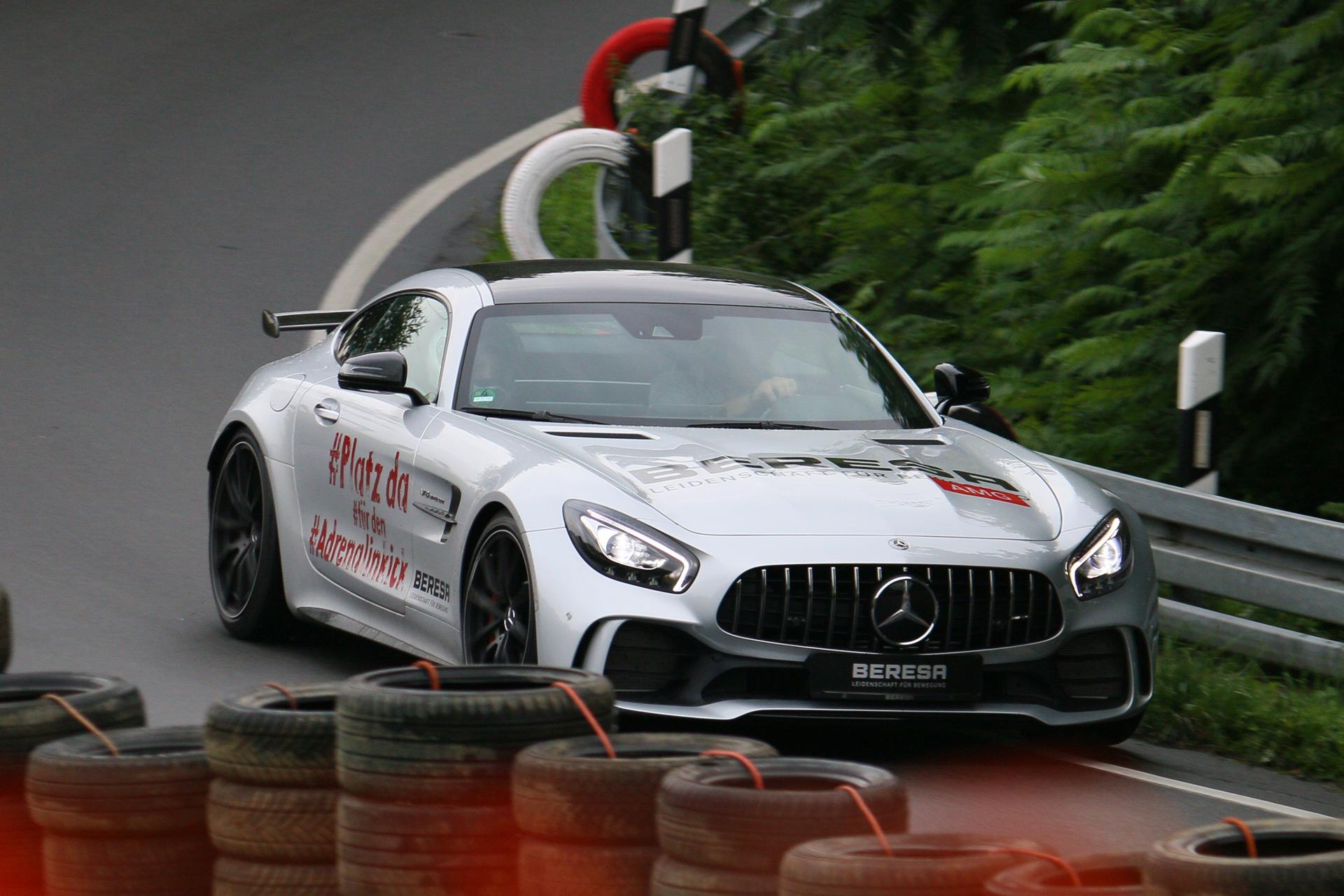 Der Mercedes-AMG GT (interne Bezeichnung C 190) ist ein Gran-Turismo. Der Sportwagen von Mercedes-Benz wurde als Coupé am 9. September 2014 erstmals vorgestellt und ist im Frühjahr 2015 in zwei Leistungsstufen auf den Markt gekommen.